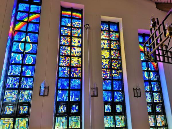 Fensterfront Auferstehungskirche